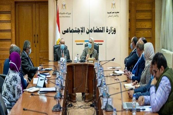 وزيرا التضامن والطيران المدني يتفقان على عرض منتجات جمعية النور والأمل في المطارات المصرية