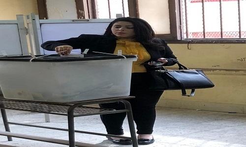 بالصور.. مرثا محروس تدلي بصوتها في العملية الانتخابية لمجلس النواب وسط حفاوة شعبية