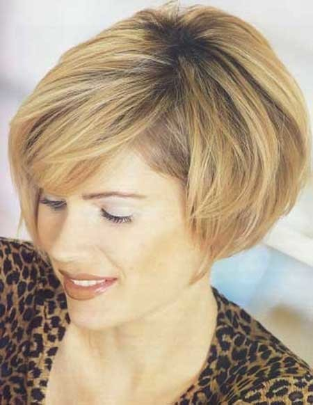 Dark-Honey-Blonde-Bob-Hairstyle Best Bob Cuts for 2020