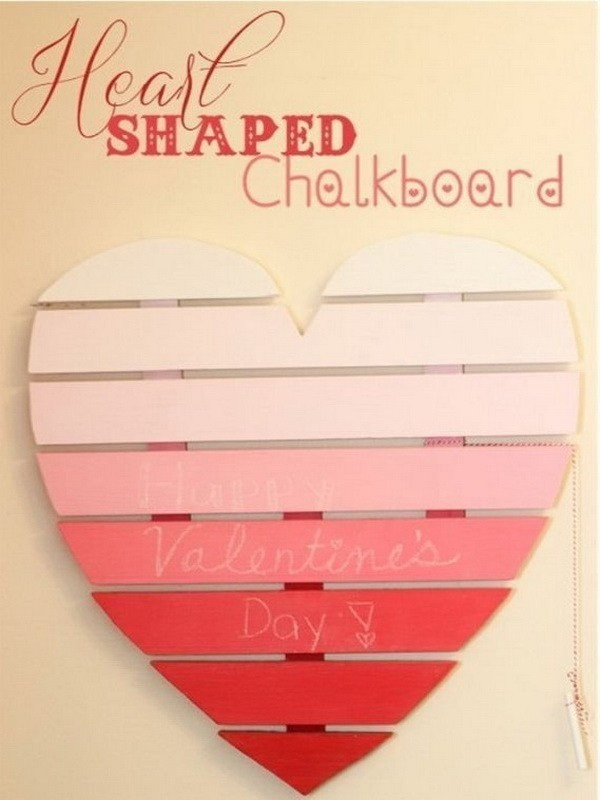 Heart-Shaped-Chalkboard Sweet DIY Valentine's Day Decoration Ideas
