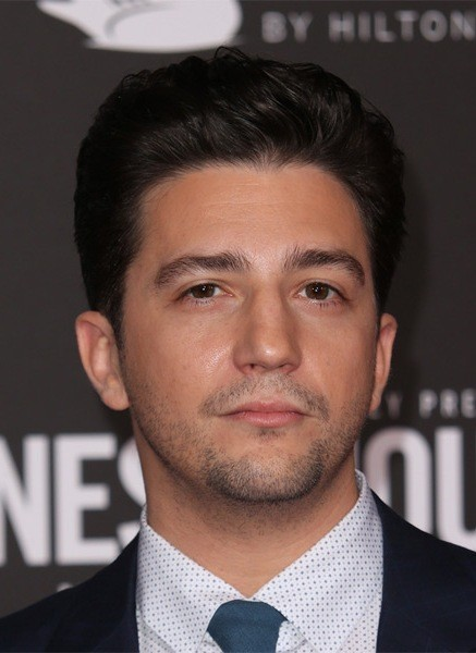 John-Magaro-Short-Straight-Hairstyle Most Coolest And Hottest Formal Haircuts For Men
