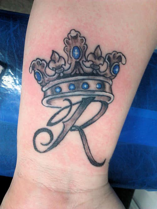 crown-tattoos-13-1 20 Brilliant Crown Tattoos You'll Need To See