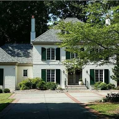 215 Museum Pkwy - 6640 ft2
