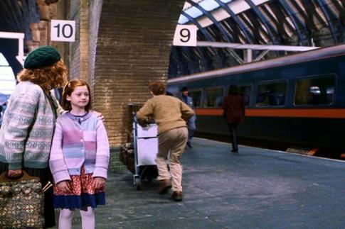 Ron Weasley running through Platform 9 3/4 to Hogwarts, Source: www.film-travel.com