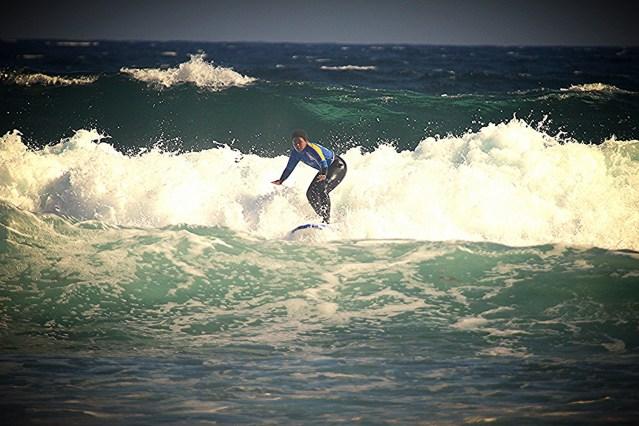 surfing in fuerteventura, surfing, surf trip, girl surfing, la caleta surf beach, planet surf camps, surf camp fuerteventura, surfing fuerteventura