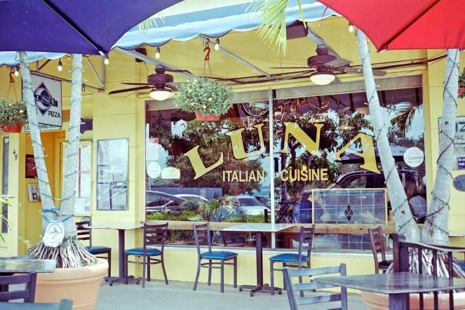 Luna's cafe restaurant window