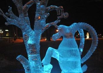 """Druskininkų ledo skulptūrų konkurso nugalėtojas - alytiškio V. Simanavičiaus kūrinys """"Ožiaragis"""""""
