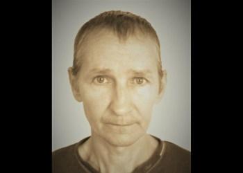 Ieškomas nuteistasis, kuris pabėgo iš pataisos namų, tai - 56 metų amžiaus Pranas V. Jis - 178 cm ūgio, vidutinio kūno sudėjimo, žalių akių