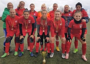 """Alytaus SRC futbolininkės Lietuvos """"Hummel"""" moterų lygos finalo etape pasiekė 2 pergales, patyrė 2 pralaimėjimus ir iškovojo bronzą"""
