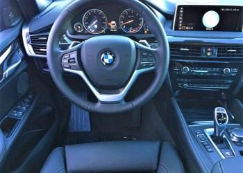 """BMW buvo ne tik apvogtas, tačiau ir smulkmeniškai """"išmėsinėtas"""", iš automobilio išplėšta multimedija, valdymo blokas, priekinis buferis su posparniais ir jame esančiais žibintais, atstumo jutikliais bei kita technika"""