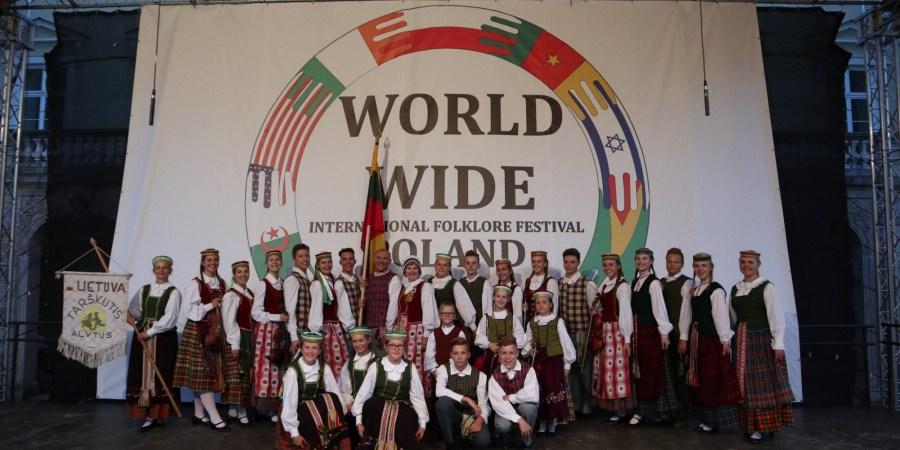 """Atėjo nauji mokslo metai. """"Tarškutis"""" laukia jubiliejinio 50-ojo dainų ir šokių ansamblio pasirodymo tarptautiniuose festivaliuose, po prieš tai -  rugsėjo 3-6 dienomis 13-18 val. AJC (301 kabinete) - visų, mažų ir didelių, vaikų ir tėvelių, kuriems liaudies muzika ir šokis virpina širdis"""