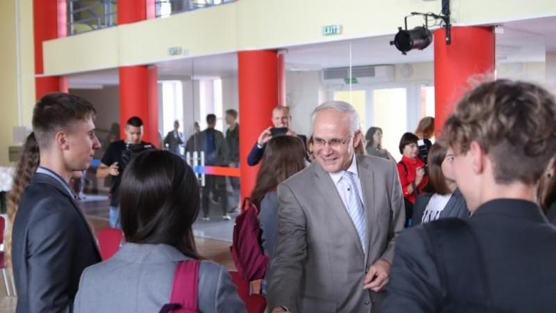 Švietimo, mokslo ir sporto ministras A. Monkevičius Alytuje aplankė ir Šv. Benedikto gimnaziją