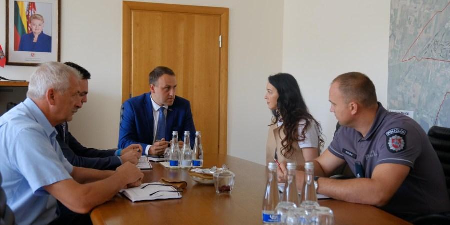 Susitikimas su pastato atstove (AMS AG nuotr.)