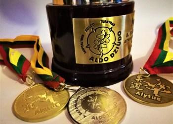 Dziudo švente kasmet virstantis turnyras Alytuje, vienu metu vadintas vienu stipriausių Baltijos šalyse, rengiamas, teisėjaujamas profesionaliai, o pernai dalyvius nustebino Lietuvos sporte seniai regėtais prizais – tikromis paauksuotomis taurėmis