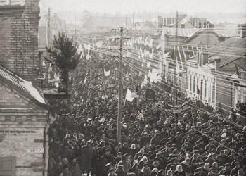 Vasario 16-osios eisena Alytuje prieš 100 metų (1921 m.). Archyvinė nuotrauka