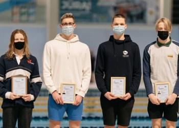 Alytiškio E. Kilmano (nuotraukoje – antras iš kairės) rezultatas atitiko reikalavimus, keliamus Lietuvos jaunimo rinktinės kandidatams, kurie bus kviečiami rengtis Europos jaunimo plaukimo čempionatui