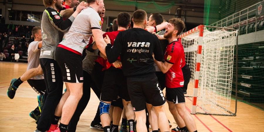 Varsiečiai švenčia patekimą į Lietuvos rankinio lygos finalą. Domanto Aleksyno nuotr.