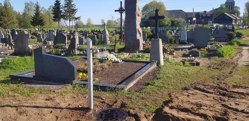 Vandens kolonėlės Butrimonių kapinėse