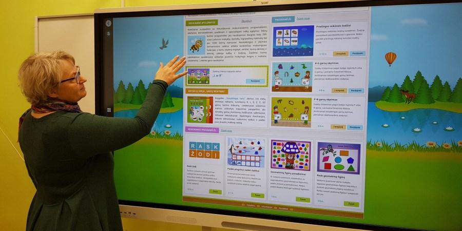 Miroslavo gimnazijai skirtas interaktyvus ekranas su mobiliu stovus bus naudojamas visų mokinių ugdymui įvairiose pamokose