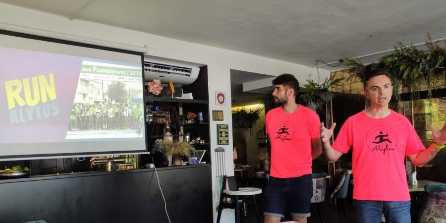 """""""Alytaus pusmaratonis 2021"""" organizatoriai Povilas Tamulynas ir Šarūnas Klėgeris pristatė naują prekės ženklą bėgimo bendruomenei"""