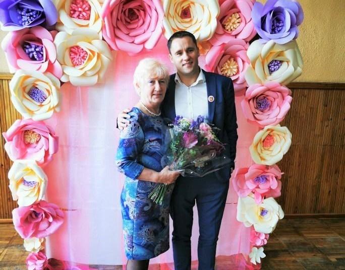 Viceministras R. Skaudžius su savo buvusia mokytoja, Vidzgirio mokyklos  choreografijos mokytoja M. Markevičiene