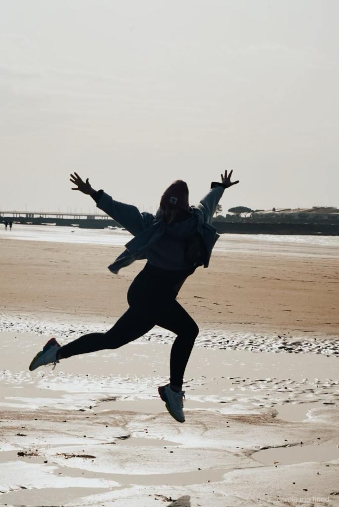 Alice Genevieve coach sportif et de santé holistique, créatrice de la marque Alyve à la mer