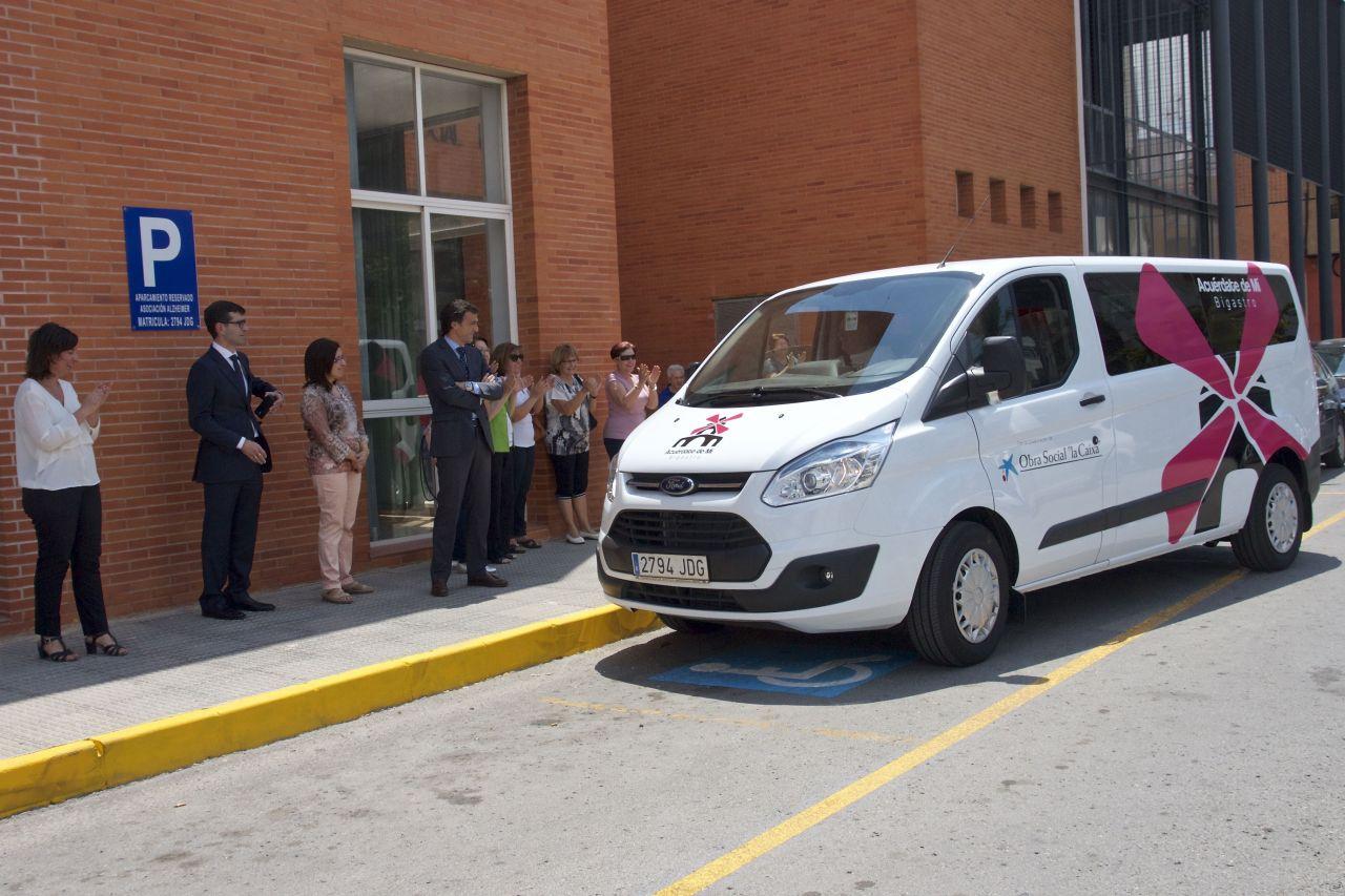 Presentación del vehículo adaptado, llegada