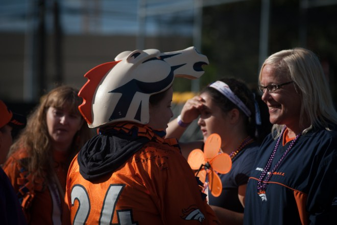 Broncos fans attended the Seattle Walk to End Alzheimer's in honor of Pat Bowlen.