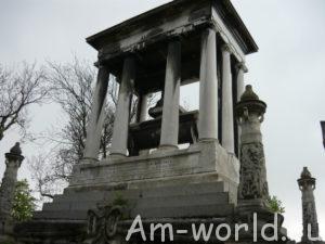 Предсказательница с кладбища Пер-Лашез