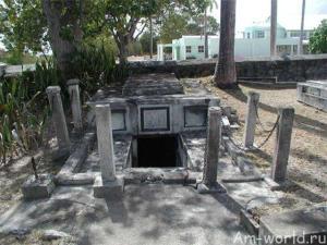 Тайна движущихся гробов