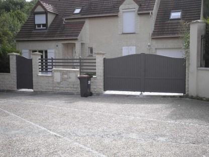 portail_cloture_et_portillon_gris
