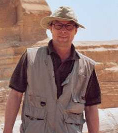 Stefan Erdmann vor der Sphinx
