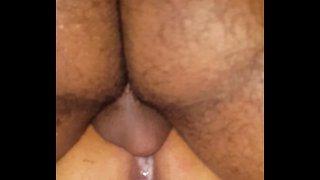 Comedor fixo enchendo a buceta da mulher do corno de porra