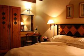 A bedroom at Alpine Heath Resort