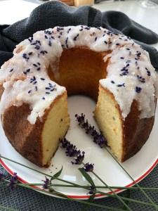 Zitronen-Lavendel-Joghurt-Gugelhupf