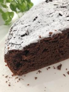 Fluffige Torte mit Schokolade und Schmand
