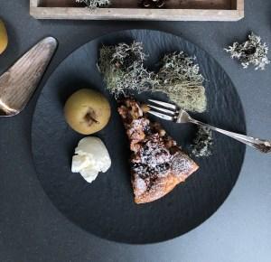 Winterlicher Apfelkuchen mit getrockneten Pflaumen und Walnüssen – ein Rezept aus dem Aostatal