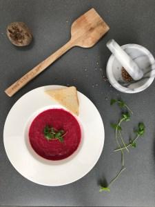 Rote-Beete-Kokos-Suppe; wärmend, entgiftend, gesund und vor allem fröhlich