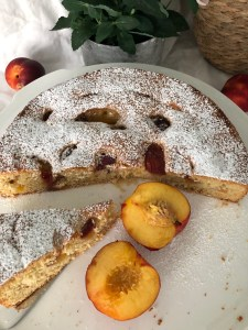 Leichter Nektarinen-Kuchen mit Amaretto und braunem Zucker – ein Sommer-Traum