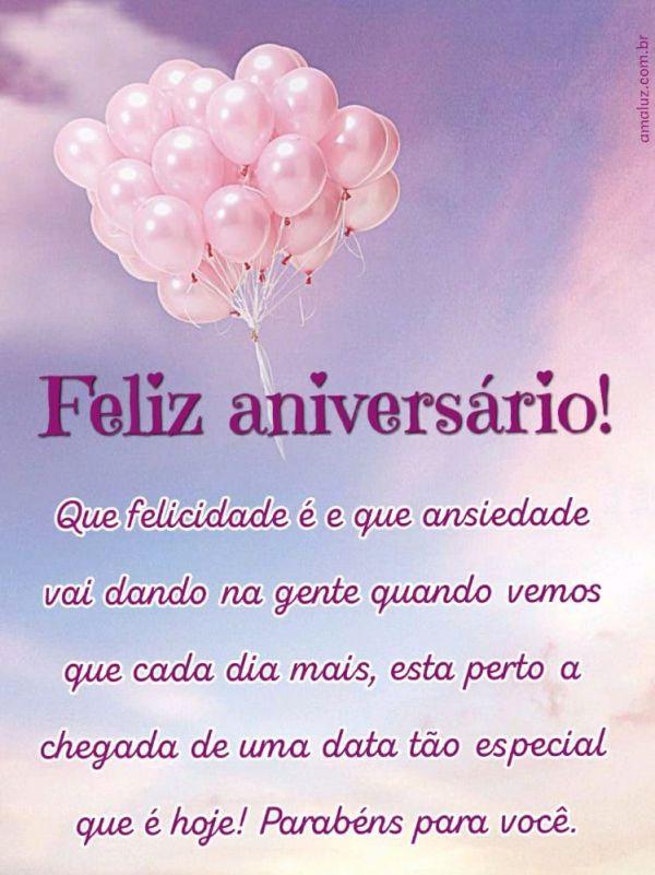foto com balão rosa e feliz aniversario