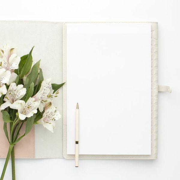 cadernet caderno e lindas flores