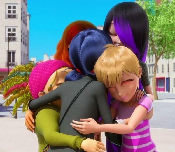 foto de amigas da marinette se abraçando