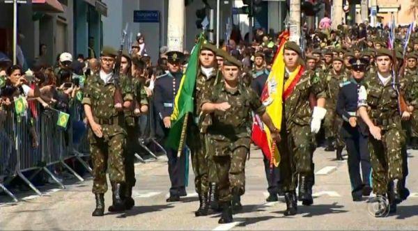 desfile em homenagem a independência