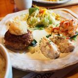 笠岡市「カフェレスト WOODSTOCK」選べるおかずのランチがお得!ログハウスのお店が目印です