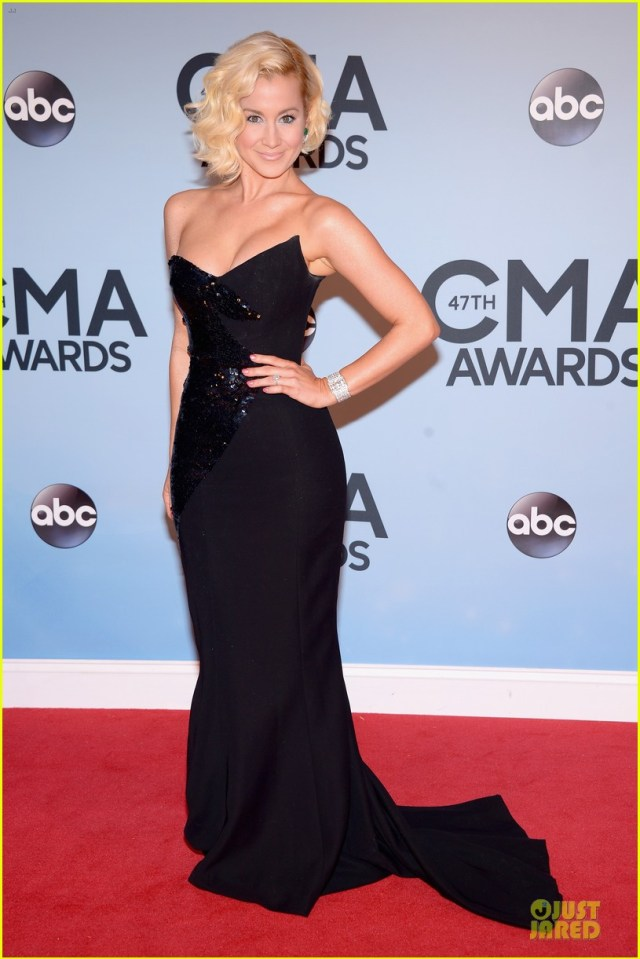 Kellie Pickler.  I LOVE her in this dress. She looks so vampy & sexy. Such a flattering fit!