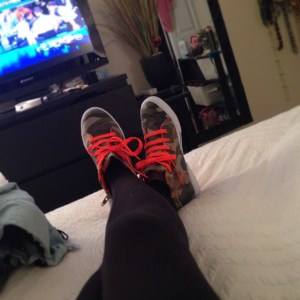 HA! I NEVEEEERRRR wear sneakers!! I honestly don't even own sneakers. Well, now I do :)