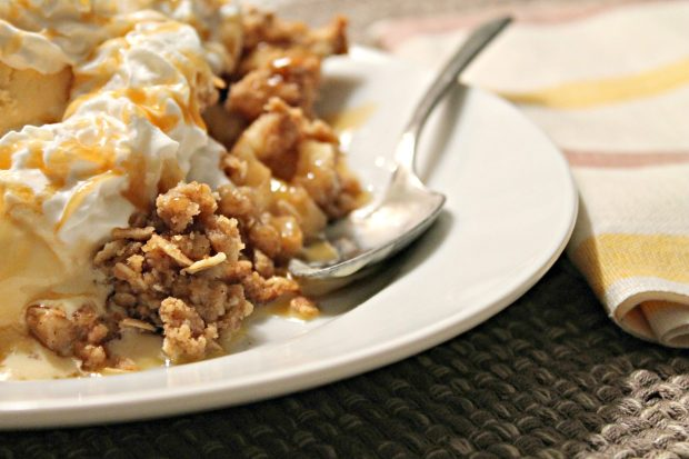 apple crisp pie plated 3