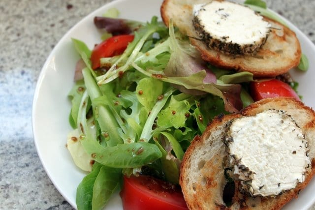 amandacook.me Make your own French Vinaigrette salad dressing