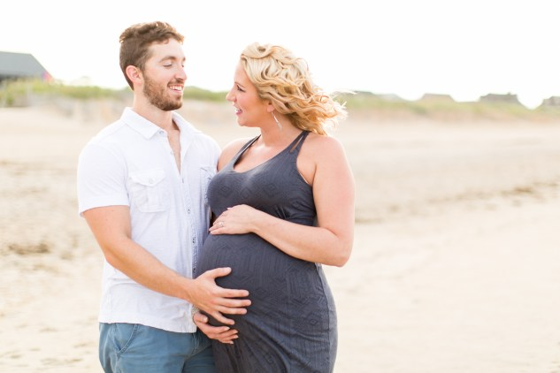 outer-banks-maternity-session-amanda-hedgepeth-photo-1