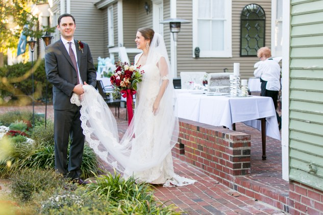 carly-charlie-wedding-blog-edenton-north-carolina-inner-banks-inn-47